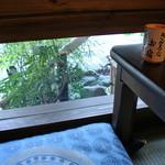 本手打 鯛屋 - 灯り取りの小窓が良い雰囲気の小上がり