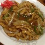 春華楼 - 肉うま煮飯  680円