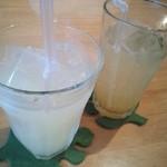 ファシュタ - 生グレープフルーツジュース、はちみつゆずソーダ
