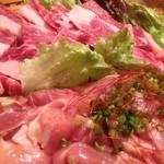 そわ家 - 焼肉の盛合せ♫(2~3人前) 2980円 カルビ 豚肉 鶏肉 ウインナー ご飯がついた盛り合わせになります