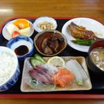 味処 四季菜 - 料理写真:おさしみ定食。ワンコイン500円とは激安!
