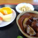 味処 四季菜 - 椎茸の旨煮。フルーツも付いてました(*^。^*)