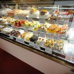 ケーキハウス ノエル - 350円~500円までの、ケーキが並びます