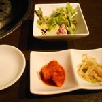 梨の家 - カクテキ、ナムルとサラダ
