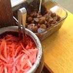 長浜ラーメン - 紅しょうがとにんにく醤油漬け