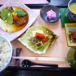 和食屋 はんなり - 2013.06月 月替わり御膳920円 黒目抜きの香味がけチョイス