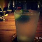 酒趣 柳浦堂 - ジンリッキー。My基準だと投稿出来るのは、この写真1枚だけ。ペランペランの薄いグラスで飲み口が良いです。