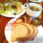 19392938 - ランチにはパン(選んだ人だけ)とサラダとスープのビュッフェ付!CP良すぎ!