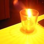 鎌倉bowls - 夕方に来店。食事をしていた際に、席にキャンドルの明かりが運ばれてきました。