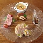 ラキュイエール - ランチBコース(2,000円)の前菜盛り合わせ。豚のリエット・豚耳のテリーヌ・とこぶし煮・トリッパ・鯛の卵と白子のグリル