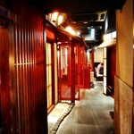 舞桜 - 内観写真:店内風景(通路の両側に個室があります)トイレに行った帰りに撮影(笑)
