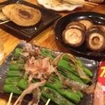 朝挽き焼鳥 萬拾屋 - 野菜焼3種(しいたけ、玉葱、ししとう)