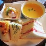 和蔵珈琲店 - サンドイッチセット(人参と薩摩芋のミルクスープver)