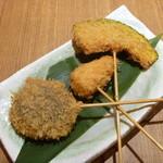 さが野 - 串揚げ3本 (ささみチーズ、シイタケ、カボチャ)