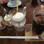 珈琲のシャポー 土居町本店 - 普通のブレンドコーヒーが500円で、アイスコーヒーは540円です。