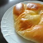 ガムツリーコーヒーカンパニー - 天然酵母のカスタードクリームパン