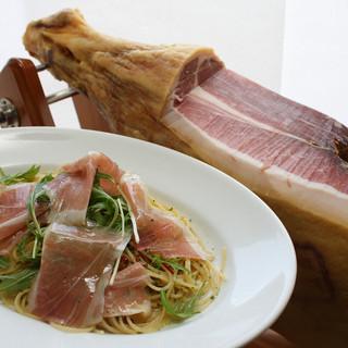 食べたいものがきっとある。パスタとハンバーグ&ステーキとサラダバーのお店!