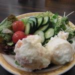 Cafe& Restaurant OASIS - ランチにつくサラダバーでとってきたサラダ