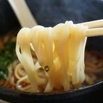 茶屋町・一煎 - 細めで平打ちの麺はツルリとした食感の乾麺。稲庭うどんかも知れません