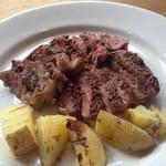 タイヒバン - 牛肉のステーキとポテト