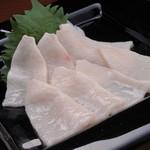 Ramu Tokyo - <たてがみ> コウネともよばれ、見た目は真っ白でコラーゲンを多く含みます。 口の中でとろけ甘みが広がります。
