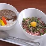 Ramu Tokyo - <ミニとろ桜フレークご飯&ミニ馬すじカレー> 当店人気メニューを一度に楽しめるミニセットです。