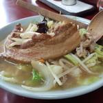 玉蘭 - タンメン 豚角煮のせ 900円。たっぷりの野菜と豚の角煮が食べたいと思ったらマスターにお願いしてみてください。快く応じてもらえます。
