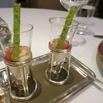 レ セゾン - 白にんじんのピューレに赤座海老といちごのゼリー。