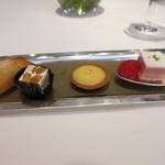 レ セゾン - 焼き菓子4種。フィナンシェ、ガナッシュ、マンゴーのタルト、きいちごのチーズケーキ。
