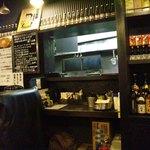 麺ジャラスK - 店内風景。あの窓より川田さんが顔を出します