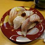 ひょうたんの回転寿司 - 三種盛り、のどぐろがありました