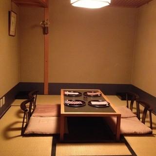 完全個室で掘りごたつ式のお座敷です