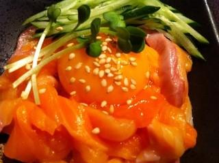 積丹浜料理 第八 太洋丸 - サーモンユッケ
