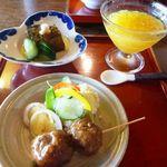 踵屋敷 - 最初に「肉団子」「煮こごり」「甘夏のデザート」が出されました。