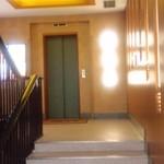 津多家 - エレベーターに乗って4階へ