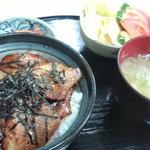 銅像茶屋 - 豚丼