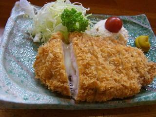 伊志佐岐 - チーズ入りロースカツ。チーズが切れ目からとろ~んとあふれ出します