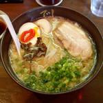 でびっと - 「醤油豚骨 味玉チャーシュー麺(1080円)」、美味いけど、高ケ~!!