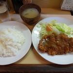 あきら - ジャンボトンカツ定食950円
