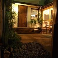 Cafe VG - 狭い入り口を抜けたら、異空間