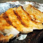 倉敷らーめん 升家 - 「倉敷ぎょうざ」は本格生餃子で、黒豚や野菜も国産素材にこだわり、国産の低臭ニンニクも使用した餃子です。ラーメン店でも食べれるのは全国で数店のみです。