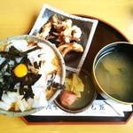 19437220 - イカ丼+ゲソ揚げ(1500円)