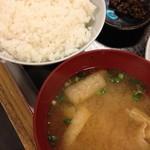 19437662 - てんぷら定食(1,000円)のご飯・味噌汁