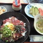 神楽亭 - 馬刺しユッケ丼 ¥1000