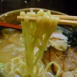 満開屋 - 麺は太目の正統派