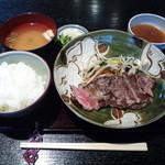 水ひき亭 - ランチ「牛ステーキ定食」(850円)