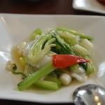 龍天楼 - イカと青野菜の炒め