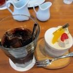 19443344 - 私と友人一人は並んでいたケーキの中から紅茶のショートケーキ420円に200円足してアイスコーヒーとのセットを注文してみました