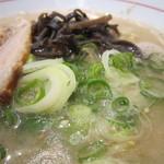 麺ダイニング 福 - 長ねぎと木耳がドサッと。