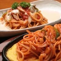 ハイジ - 手前 : 「イタリアンスパゲティー」、 奥 : 「トマトソースのスパゲティー ホワイトソースがけ」